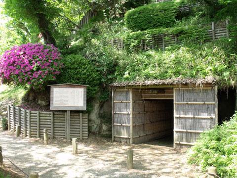 南崖の洞窟