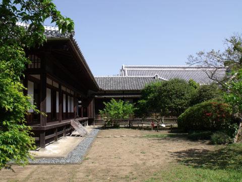 建物西側(至善堂)