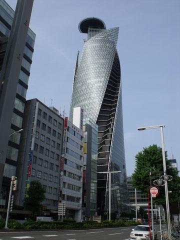 奇抜なデザインの建物