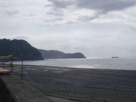 浜辺は花火大会の準備中