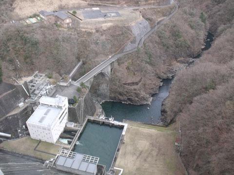 ダムの真下にある水力発電所