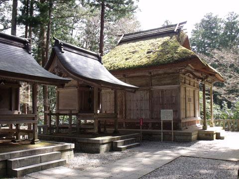 茅葺き屋根の十柱神社は重要文化財