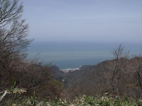 眼下には日本海