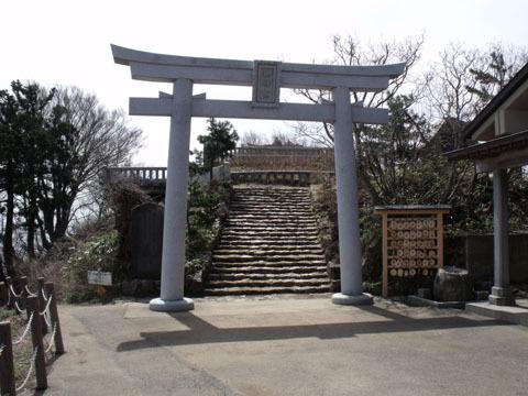 山頂・御神廟入り口の鳥居