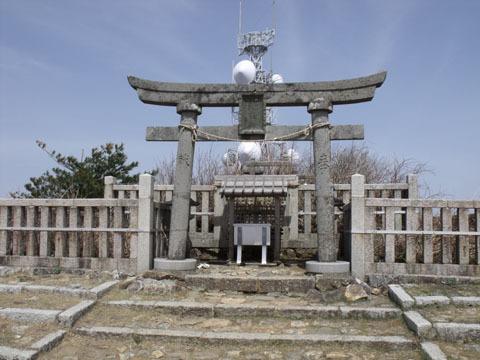 山頂の御神廟