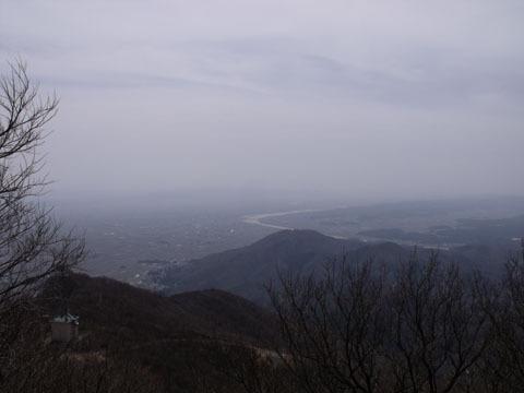 山頂から南東方面を望む