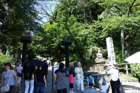 中尊寺の参道入口