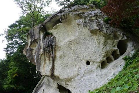 これまた奇妙な岩肌