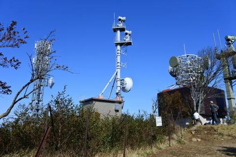 山頂のアンテナ施設