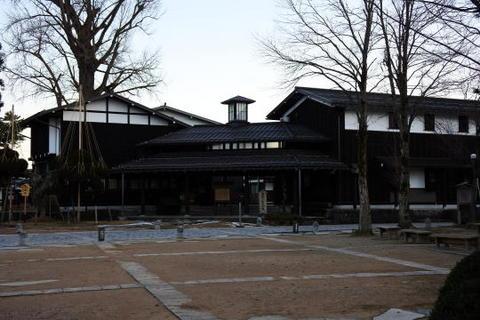 飛騨古川まつり会館前の広場