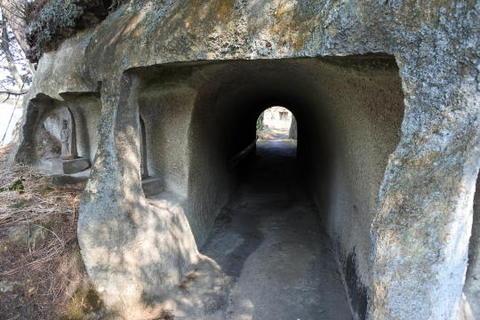 小さなトンネルもあり
