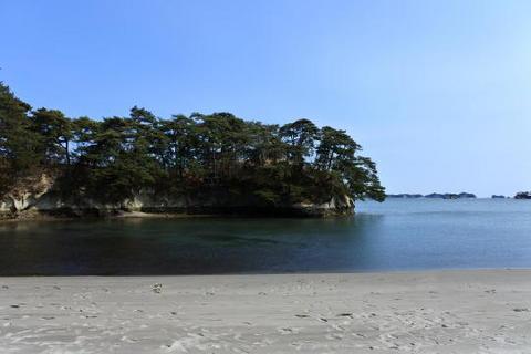 砂浜から見た雄島
