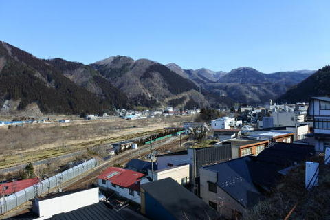 中央が鳴子温泉駅