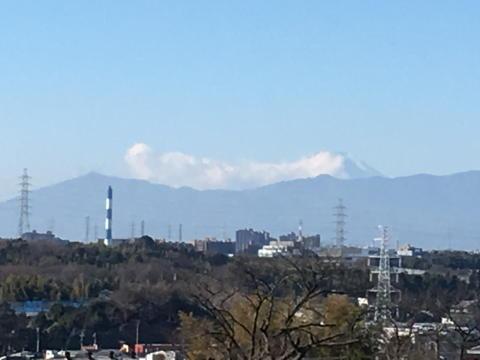 今年は半分雲隠れな富士山