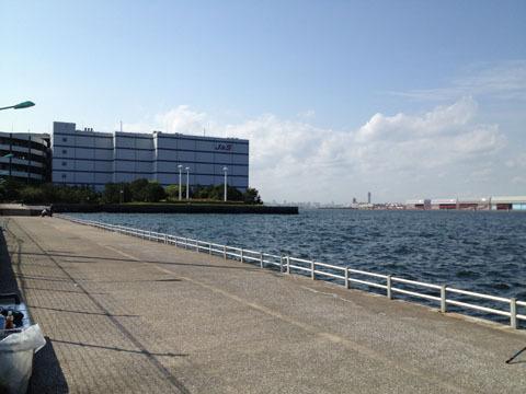 向かい側は羽田空港