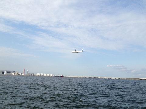 飛行機がひっきりなしに離着陸する
