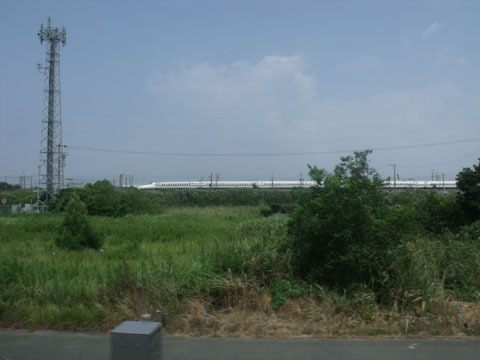並走する新幹線を撮影