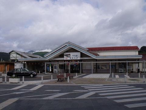 朝の熊野市駅