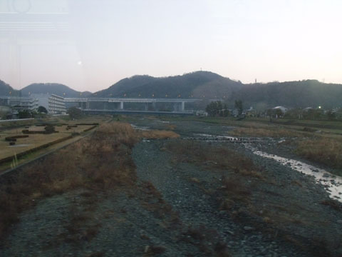 酒匂川(支流)を渡る