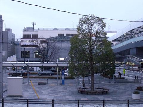 朝の甲府駅