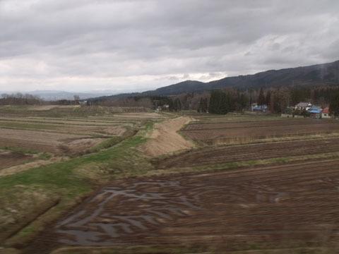 山中から田畑に変わる