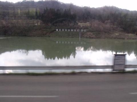 阿賀野川沿いに走行