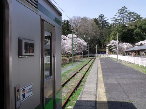 終点の弥彦駅に到着