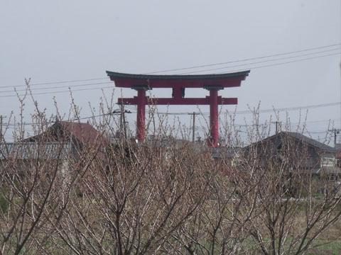 矢作駅付近から見える大鳥居