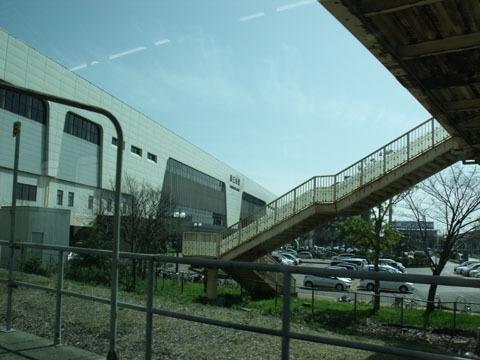 新幹線と接続する燕三条駅