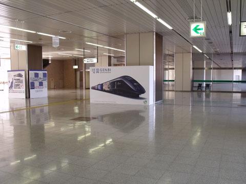 異様に広い駅のコンコース