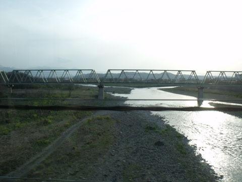 烏川を渡る