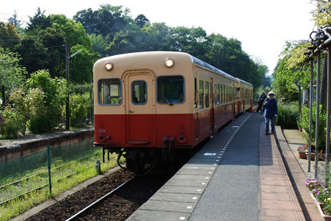 上総中野行きの臨時列車が到着