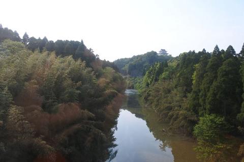 川の向こうに大多喜城