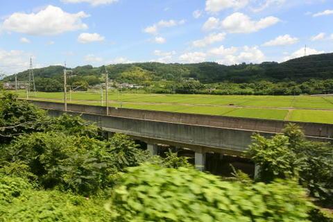新幹線の線路が並行する区間