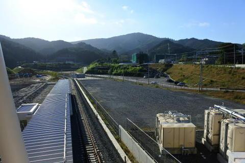 駅の展望台から見た女川駅ホーム
