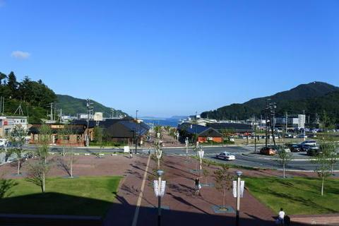 駅の海側はショッピング街になりました