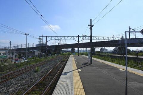 岩切駅ホームから盛岡方面を見る