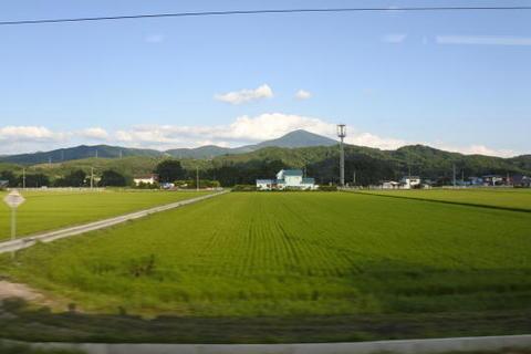 反対側はそれほど高い山はない