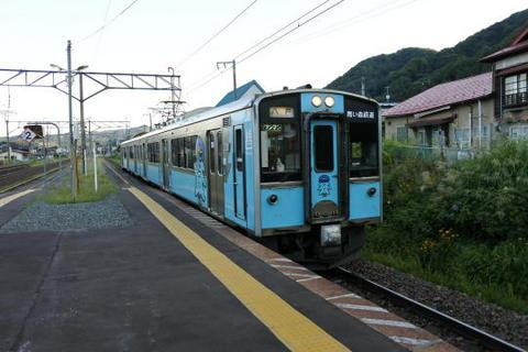 八戸行きの電車が到着