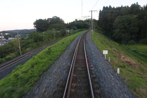線路が段差になっているのが特徴的