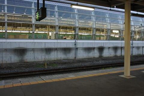 新幹線ホームが隣接