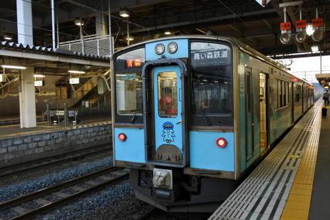 青森行きの電車が到着