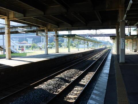 元々特急停車駅だったので駅のホームは長い