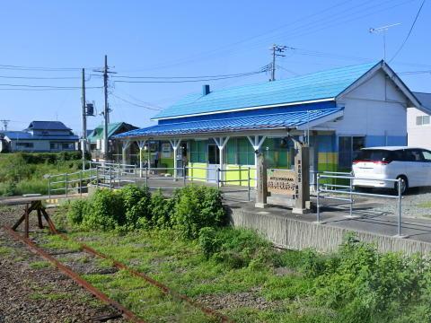 中間地点の陸奥横浜駅