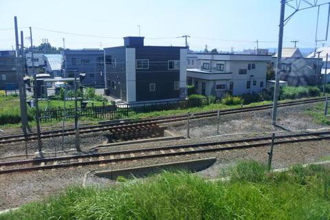 青森駅手前の三角線