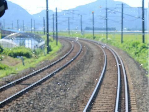 走行中の線路が三線になっていることに注目