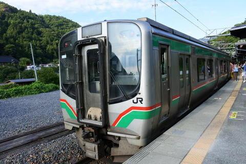 仙台行きの電車が到着