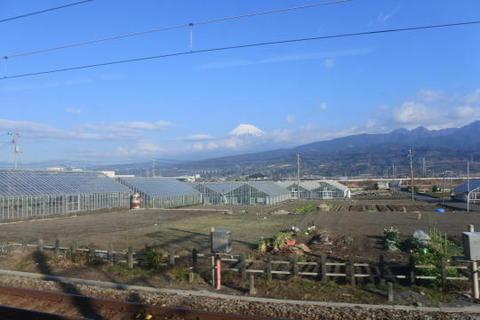 富士山は雲隠れ気味