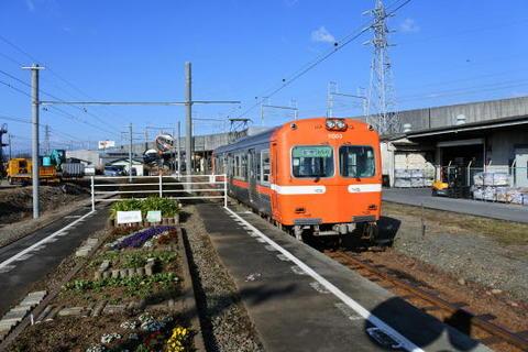 駅の目の前を新幹線が通る