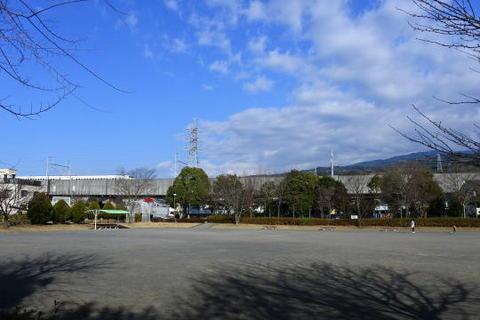 目の前を新幹線が駆け抜ける公園